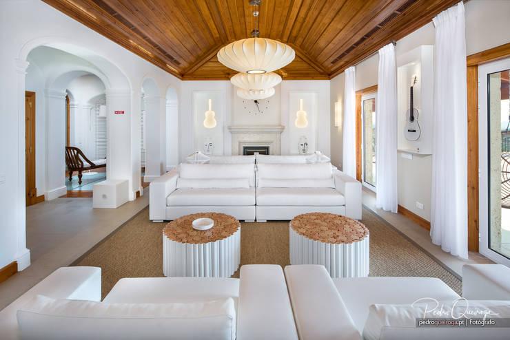 Sala de Estar: Salas de estar  por Pedro Queiroga   Fotógrafo