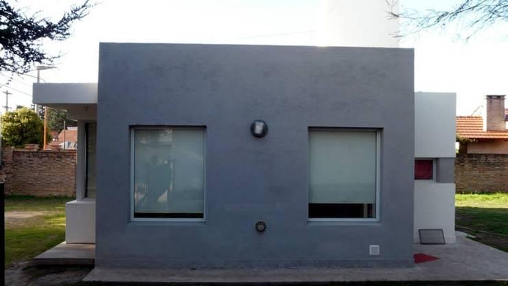 Casa 2: Casas unifamiliares de estilo  por muñoz bunteh arquitectos,Moderno