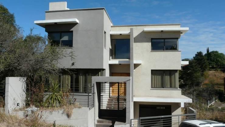 La casa de Gus: Casas de estilo  por muñoz bunteh arquitectos,