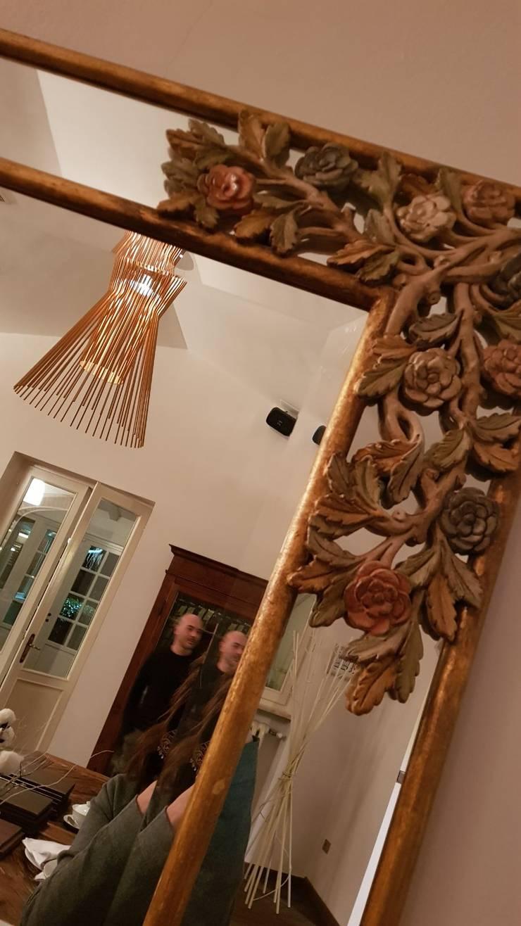 Pasillos y vestíbulos de estilo  por ALMA DESIGN, Colonial