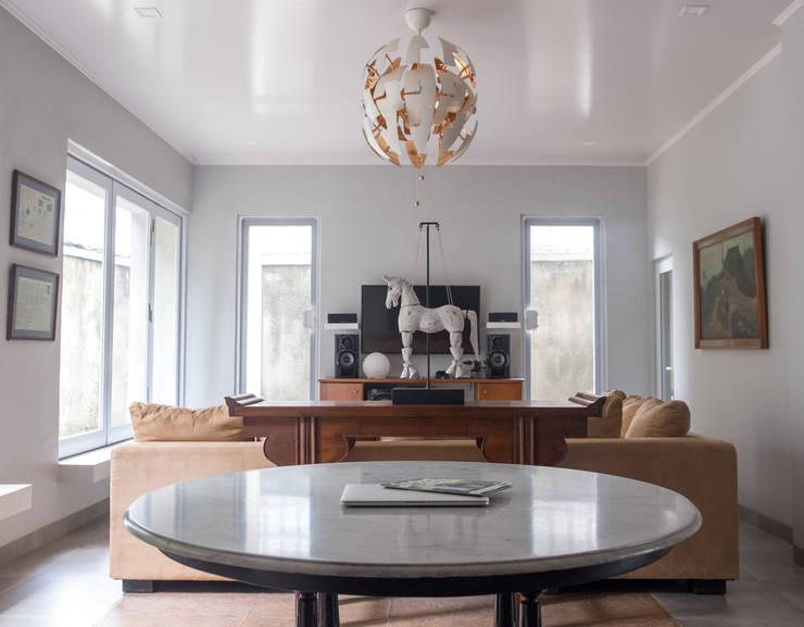 Living Area // i45 House:  Ruang Keluarga by Lukemala Creative Studio