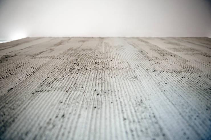 Paredes y suelos de estilo moderno de Gianluca Bugeia ARCHITETTO Moderno Hormigón
