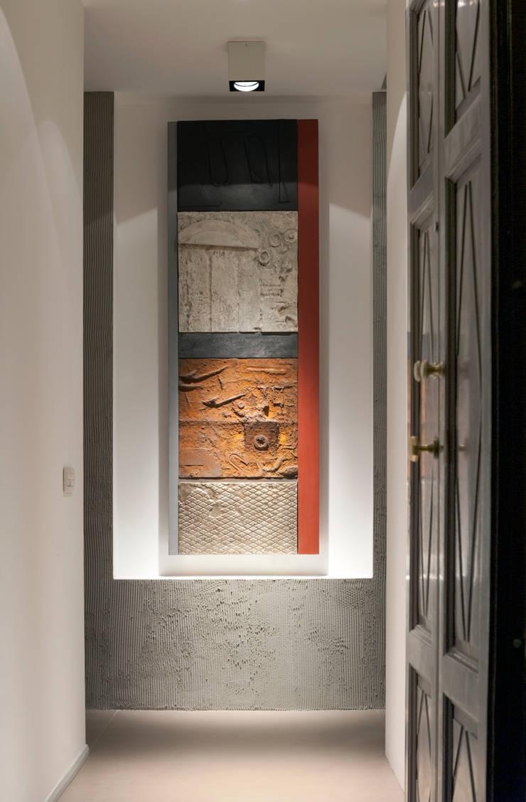 Pasillos, vestíbulos y escaleras de estilo moderno de Gianluca Bugeia ARCHITETTO Moderno