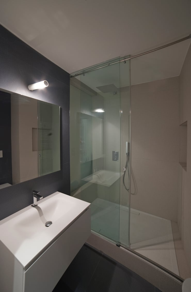 Baños de estilo moderno de Gianluca Bugeia ARCHITETTO Moderno