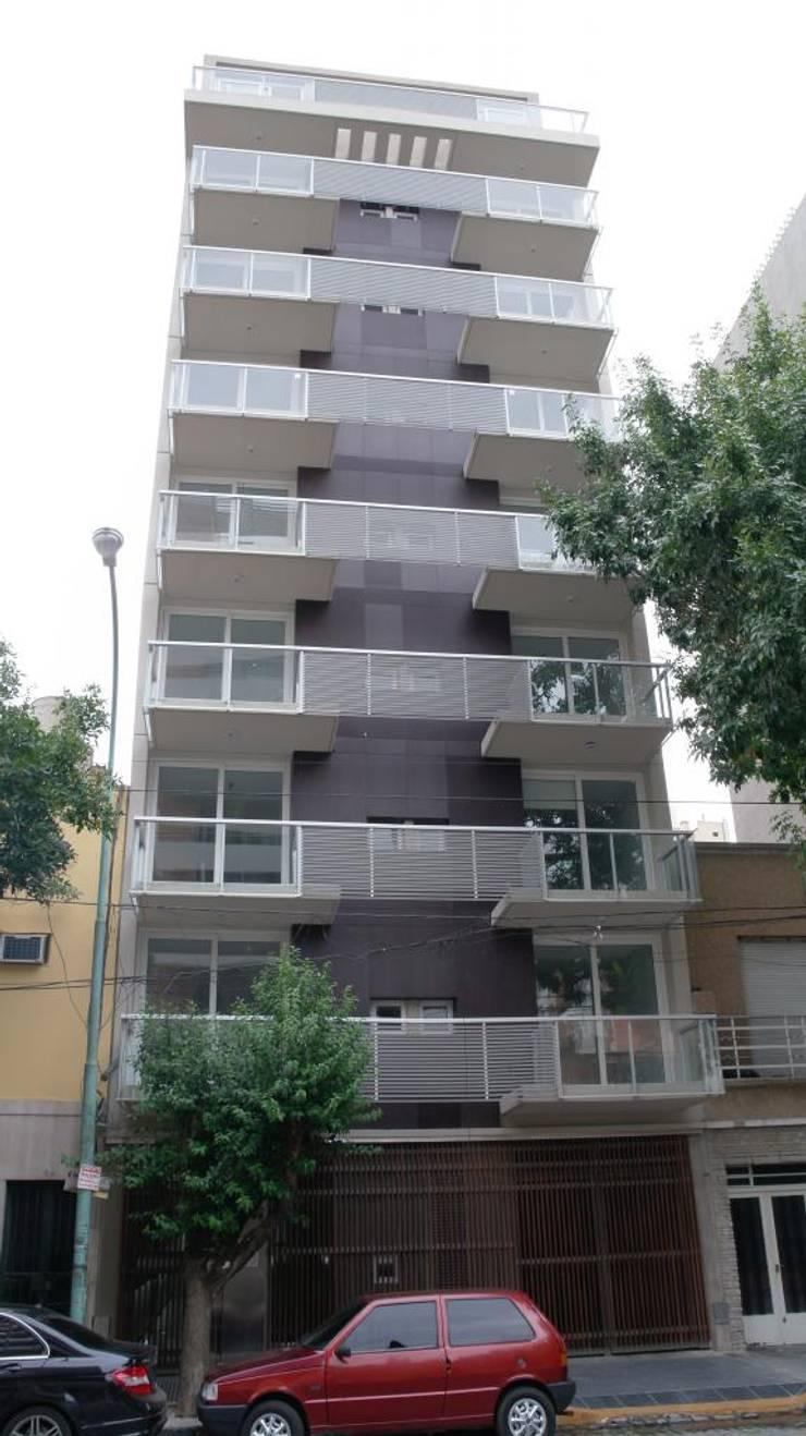 Frente 2: Casas de estilo  por gatarqs,
