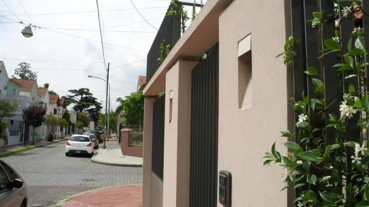 Frente 2: Casas de estilo  por gatarqs