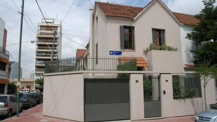 Frente: Casas de estilo  por gatarqs