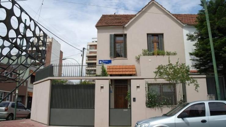 Frente 3: Casas unifamiliares de estilo  por gatarqs