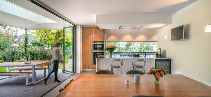 Woonkeuken:  Hotels door Architect2GO, Modern
