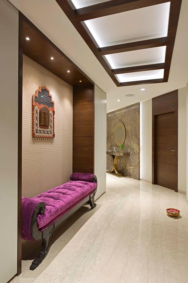 ENTRANCE FOYER:  Corridor & hallway by Ar. Milind Pai,Modern Wood Wood effect