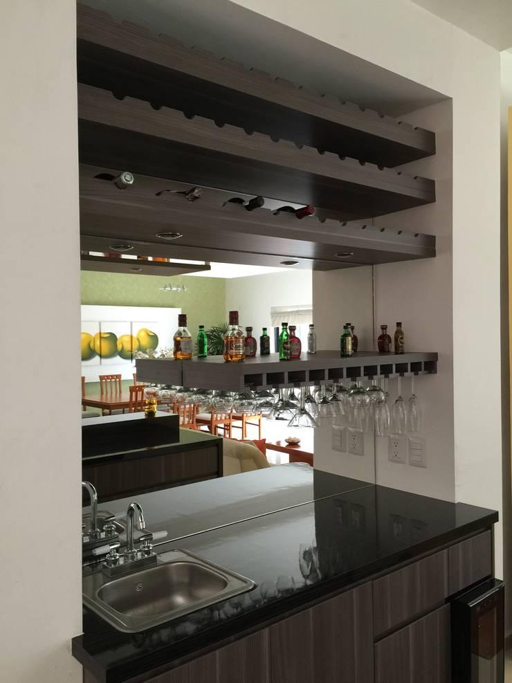 Cocinas de estilo  por La Central Cocinas Integrales S.A de C.V