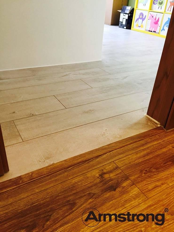 Armstrong阿姆斯壯秉持著環保作風,取材自PEFC認證的綠色環保松木森林,選用高穩定松木基材;表面紋理技術依地板木紋之變化,賦予壓合不同效果,呈現自然的美感。  地板不只是地板,而是一種生活品味。:   by 升業國際設計有限公司