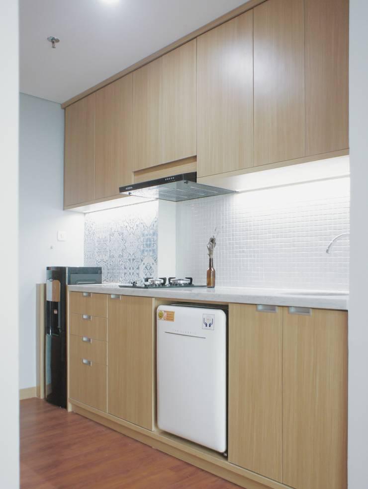 WPK Apartment:  Dapur built in by byatelier