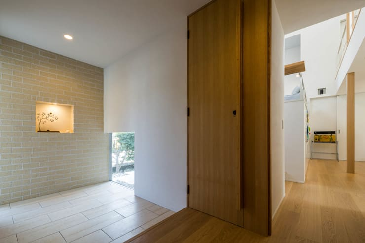 走廊 & 玄關 by Kenji Yanagawa Architect and Associates