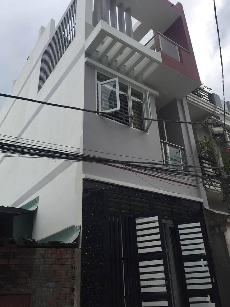 Mặt tiền nhà phố 3 tầng sang trọng:  Nhà gia đình by Công ty TNHH Thiết Kế Xây Dựng Song Phát