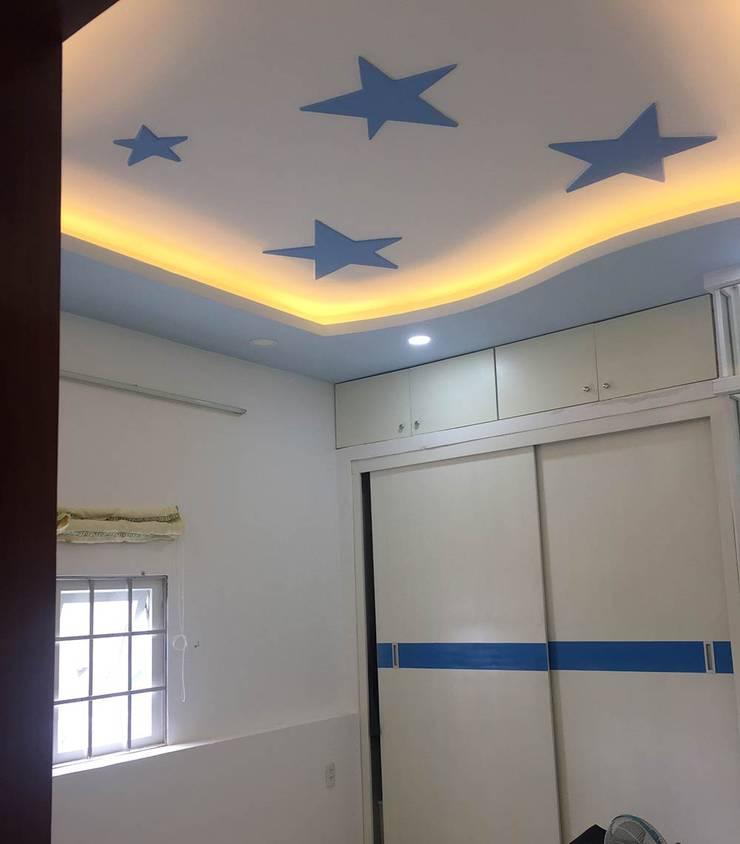 Phòng ngủ được gia chủ bố trí đồ nội thất thông minh:  Phòng ngủ by Công ty TNHH Thiết Kế Xây Dựng Song Phát