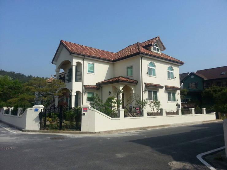 전경: (주)건축&건축사사무소예일의  전원 주택,