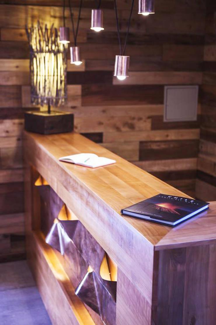 Lobby: Hoteles de estilo  por INTEGRAR DISEÑO,