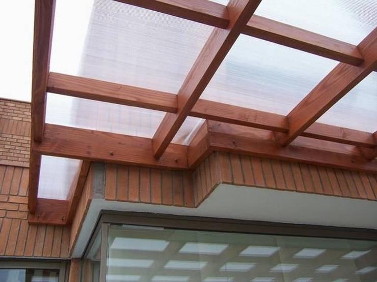 Pergola modelo reticula: Terrazas  de estilo  por Piscinas Espectaculares