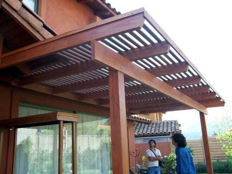 CONSTRUCCION DE TERRAZAS CUBIERTA LISTONES: Terrazas  de estilo  por Piscinas Espectaculares