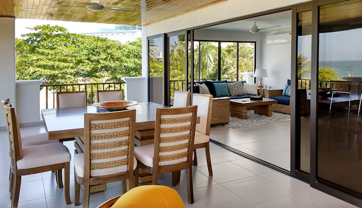 Conjunto de comedor y salon: Terrazas de estilo  por Remodelar Proyectos Integrales, Tropical Madera maciza Multicolor