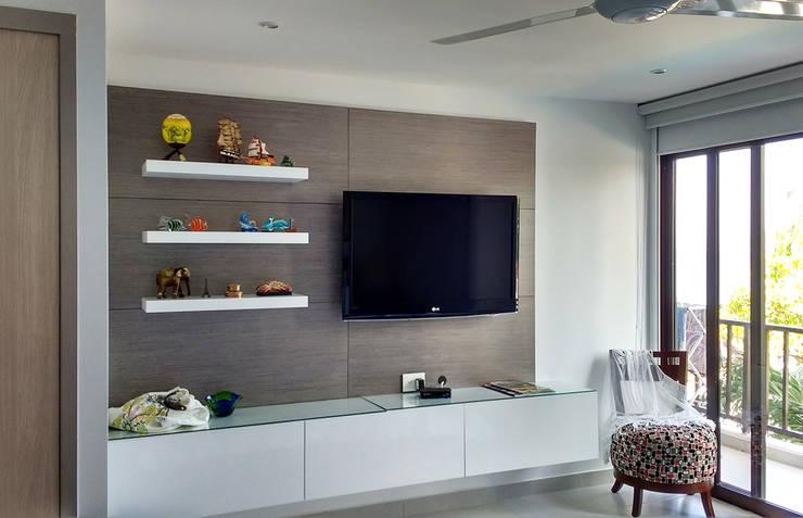 Mueble multimedia en la habitación: Habitaciones de estilo  por Remodelar Proyectos Integrales, Moderno Aglomerado