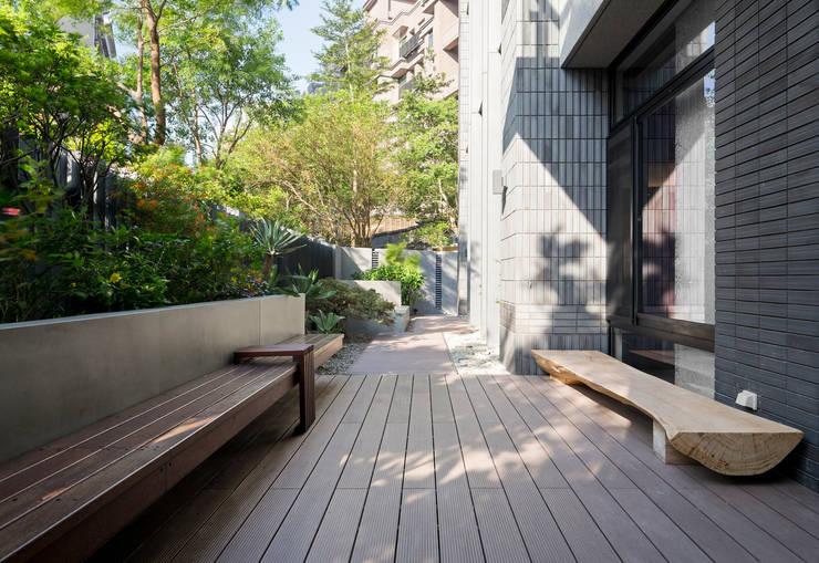 Jardin de style  par 大地工房景觀公司