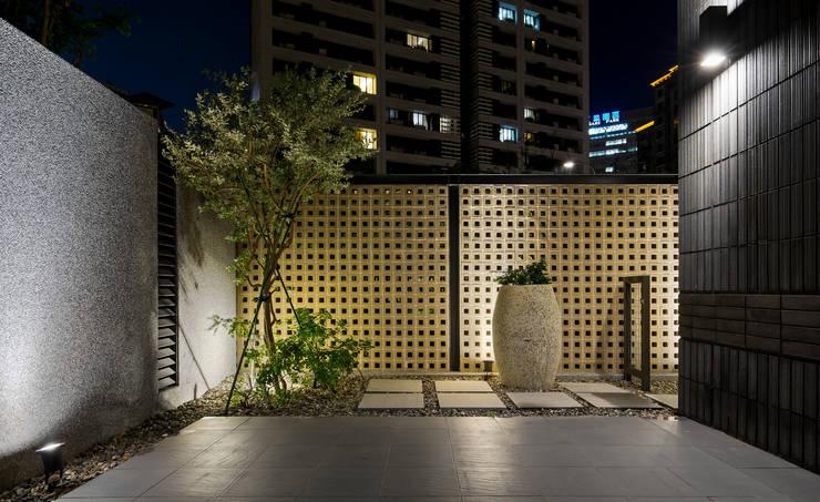 光影靜謐的庭園空間:  花園 by 大地工房景觀公司