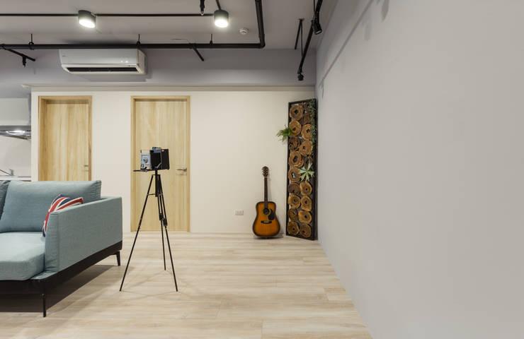 回家 / 玄關入口:  商業空間 by 趙玲室內設計