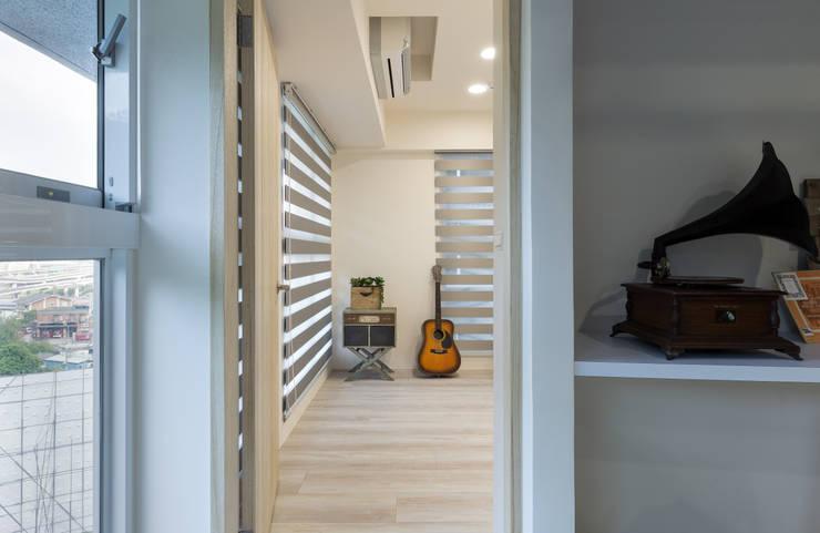 21坪微工業 複合式空間 / 商用 / 住宅 / 寫故事的人:  商業空間 by 趙玲室內設計