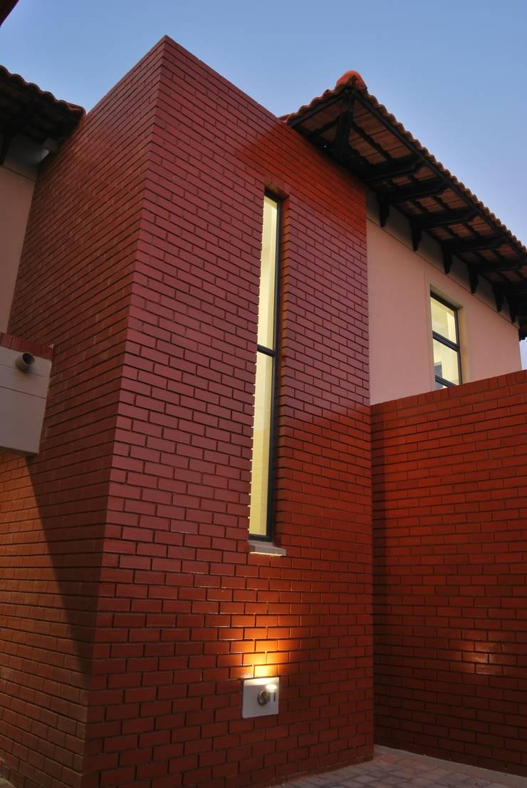 House P:  Houses by ANTONIO DE FRANCA HOME DESIGNS