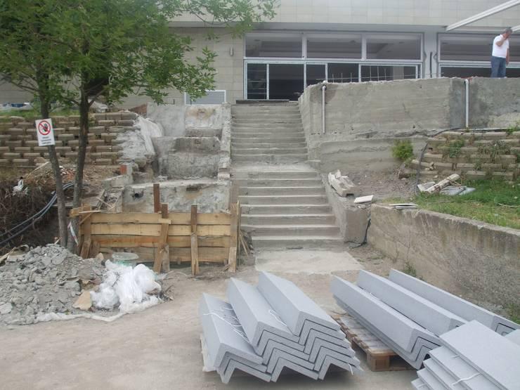 Jardins  por PLAN B , Moderno
