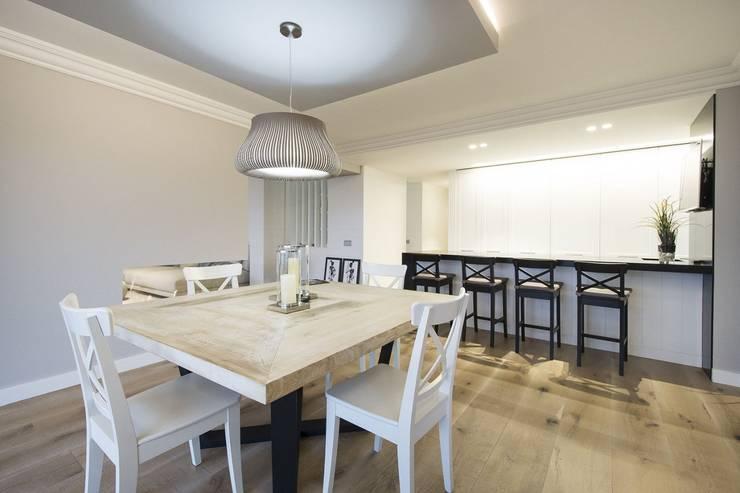 Dining room by Luxiform Iluminación