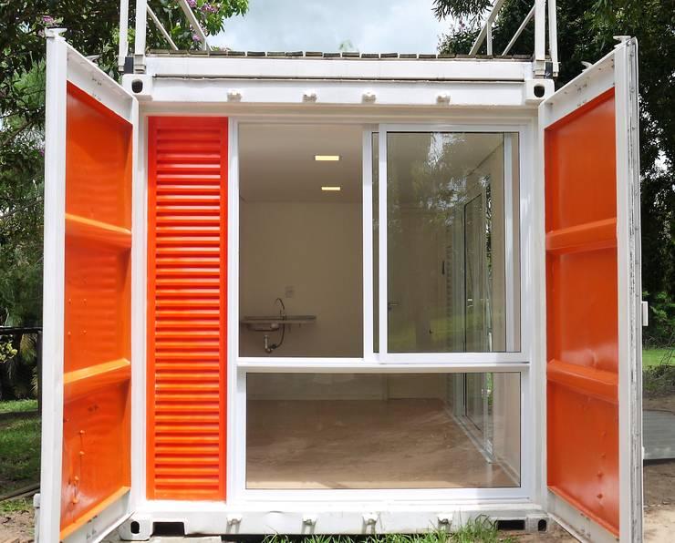 Fachada lateral:   por Casa Container Marilia - Arquitetura em Container