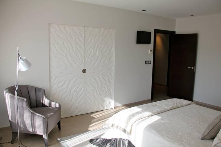 Puertas de estilo  por Asun Montoya Estudio Interiorismo