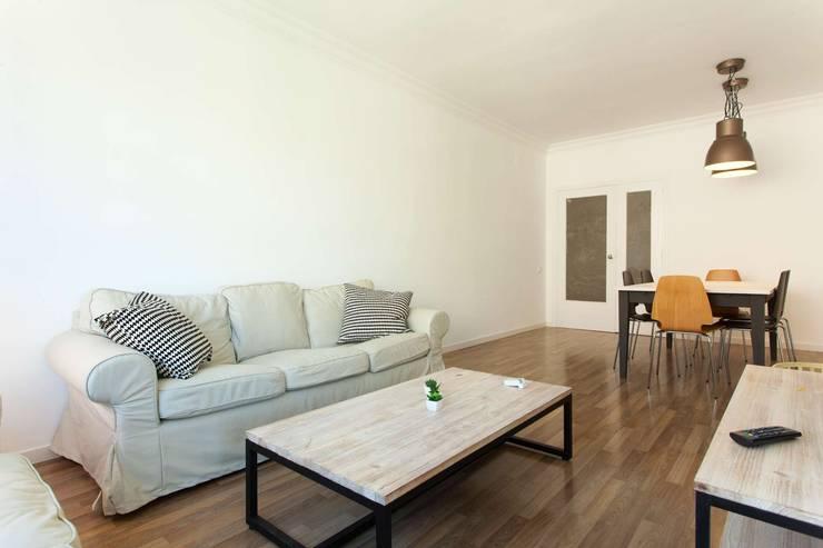 Ruang Keluarga oleh Masquepintura, Modern