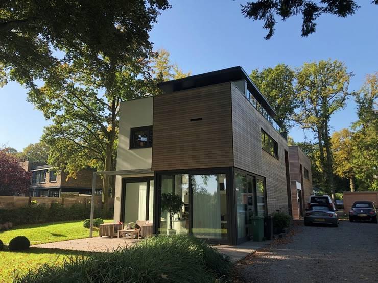 """""""broer en zus"""" te Hilversum:   door Architectenburo de Vries en Theunissen"""