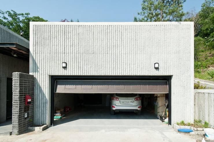 車庫/遮陽棚 by 건축사사무소 아키포럼