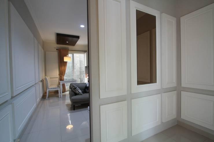Home sweet home di Grand Galaxy:  Koridor dan lorong by Exxo interior