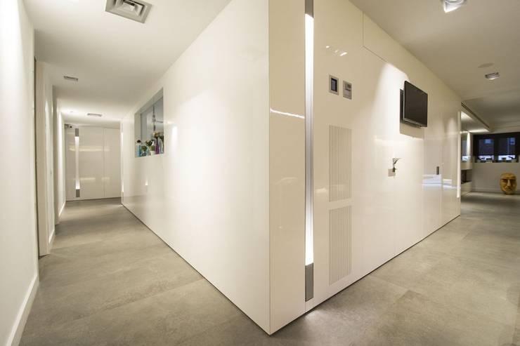 الممر والمدخل تنفيذ Luxiform Iluminación