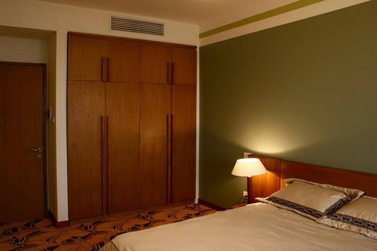 Nội thất bài trí đơn giản với tông màu ấm áp.:  Phòng ngủ by Công ty TNHH Thiết Kế Xây Dựng Song Phát