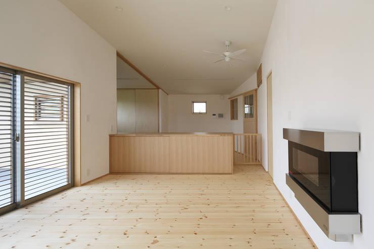 Living room by アトリエdoor一級建築士事務所,