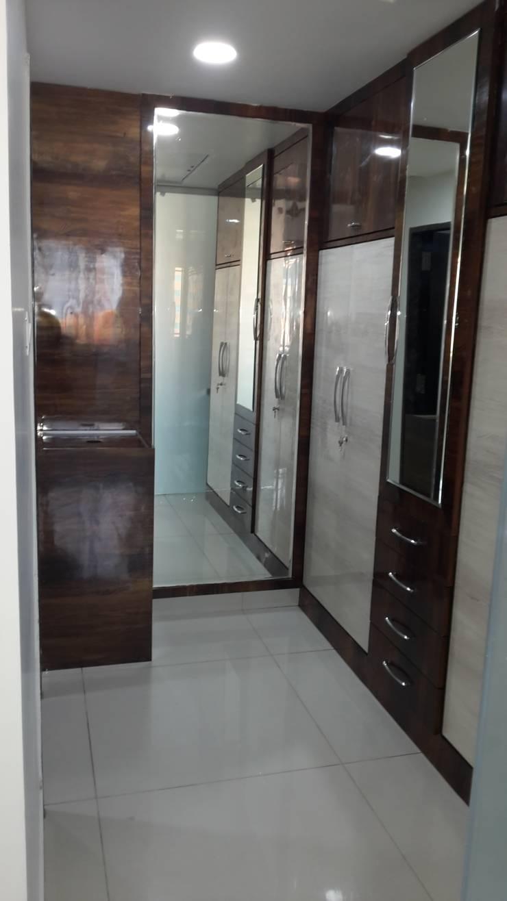 Residence@Hitech City:  Bedroom by Studio Neev Interiors & Architects