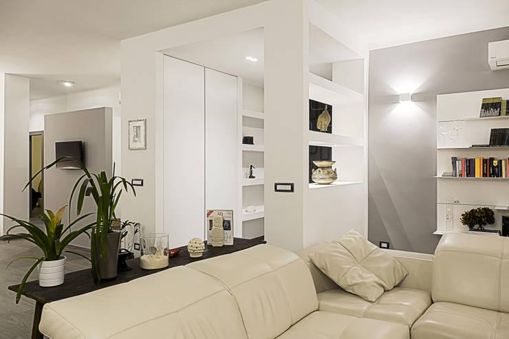 Appartamento moderno con un bellissimo ingresso a taranto for Salotti particolari