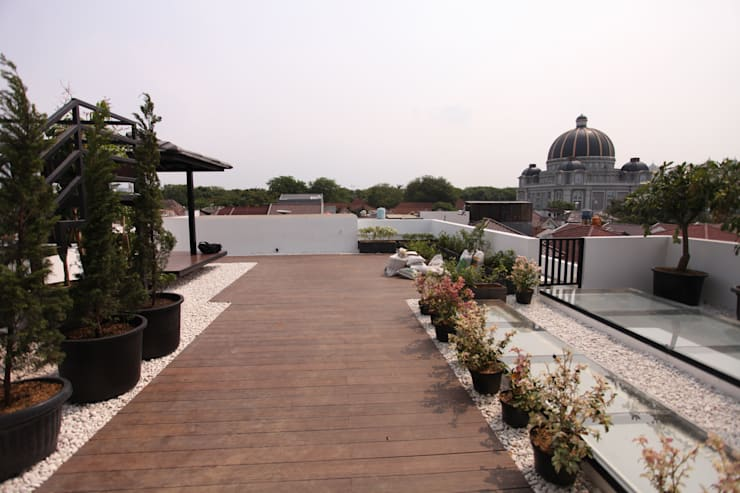 Rooftop 2:  Atap by ARAT Design