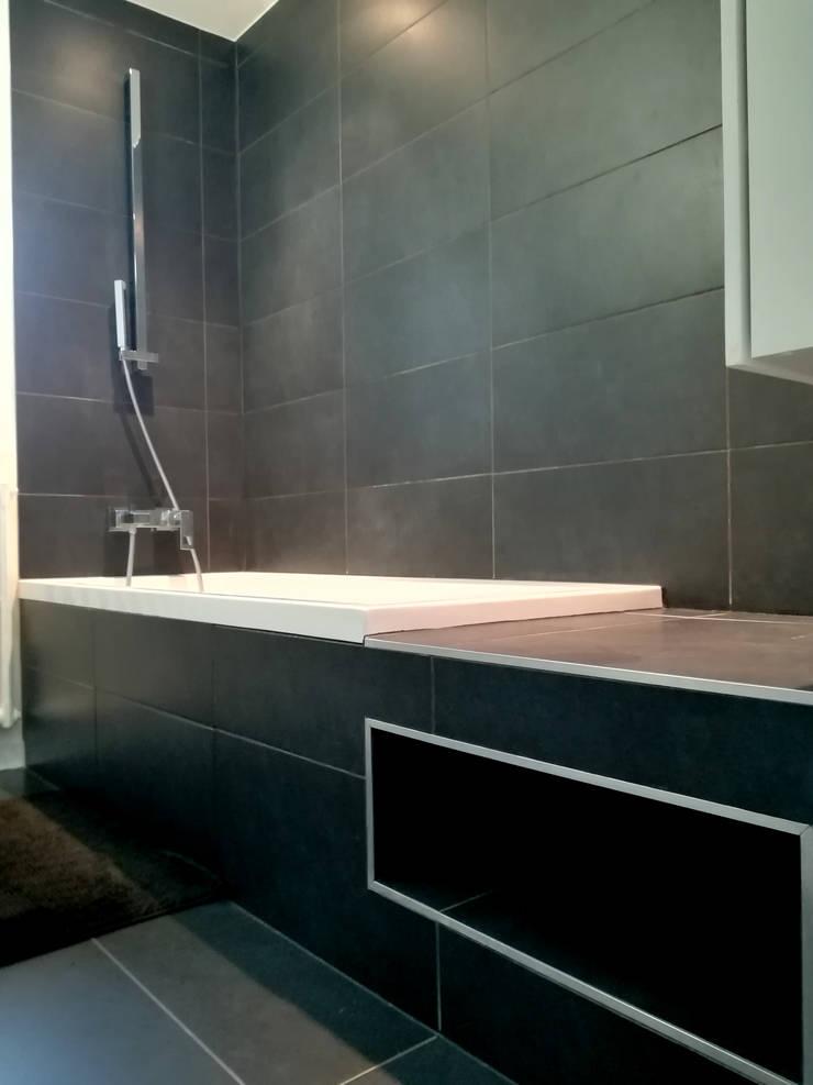 VUE SUR NICHE BAIGNOIRE: Salle de bains de style  par Lionel CERTIER - Architecture d'intérieur