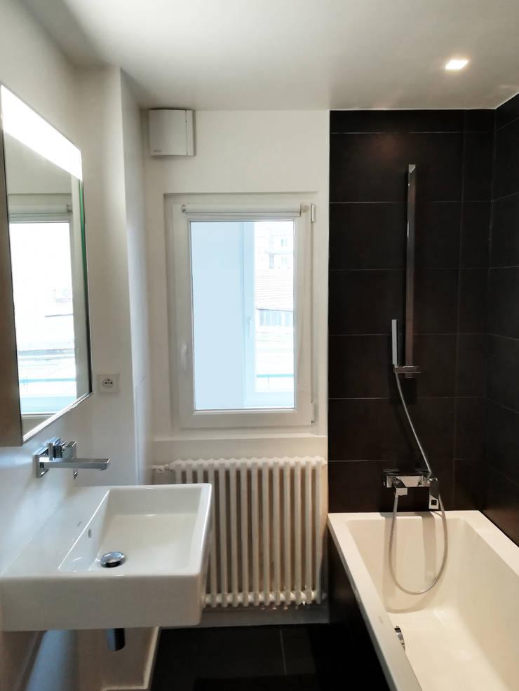 VUE SUR SALLE DE BAINS: Salle de bains de style  par Lionel CERTIER - Architecture d'intérieur