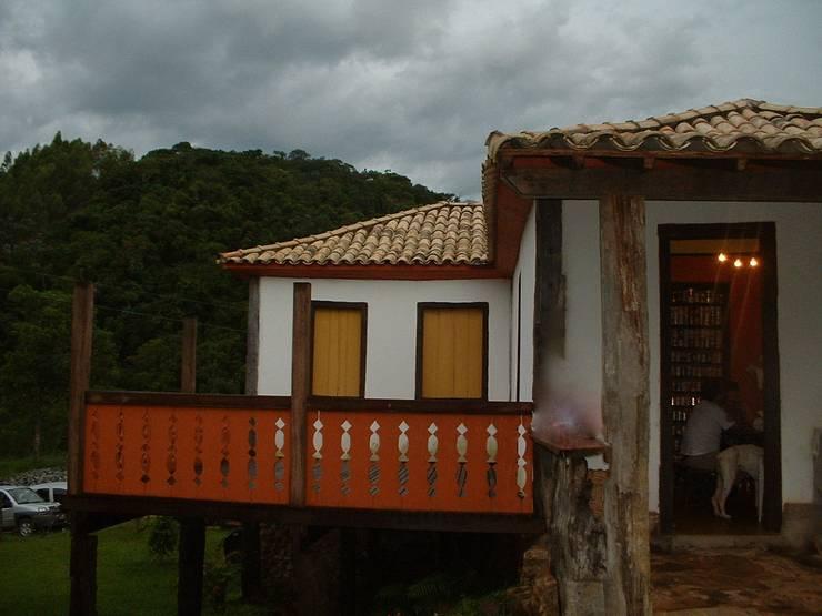 Casa de Fazenda : Casas do campo e fazendas  por Hérmanes Abreu Arquitetura Ltda