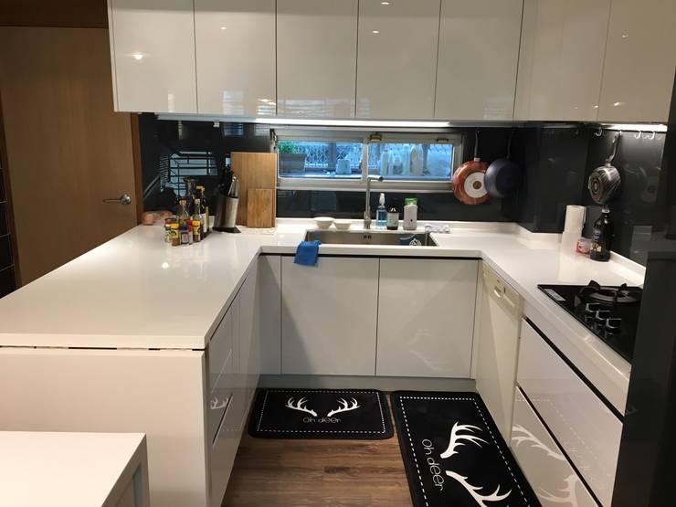 廚具及中島設計案:  廚房 by 捷士空間設計(省錢裝潢)