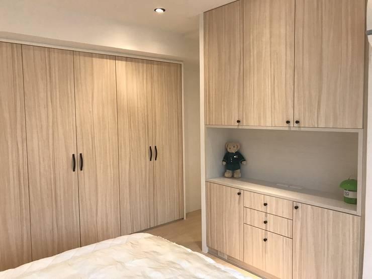 Dormitorios de estilo  por 捷士空間設計(省錢裝潢)